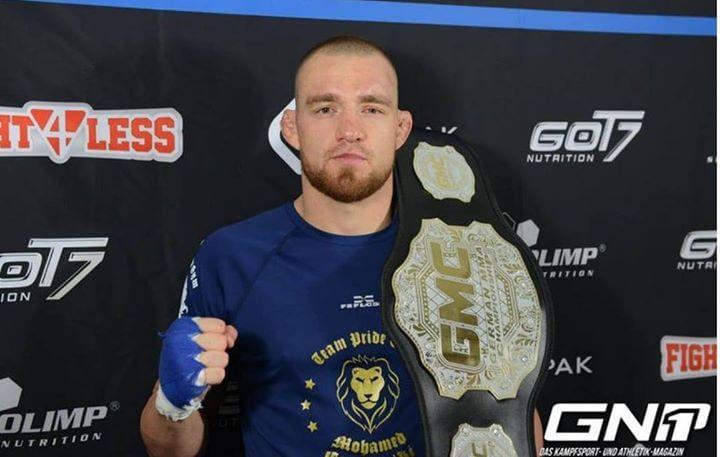 FEFLOGX-Fighter Mohamed Grabinski aus dem Pride Gym Düsseldorf, GMC-Champion mit Gürtel.