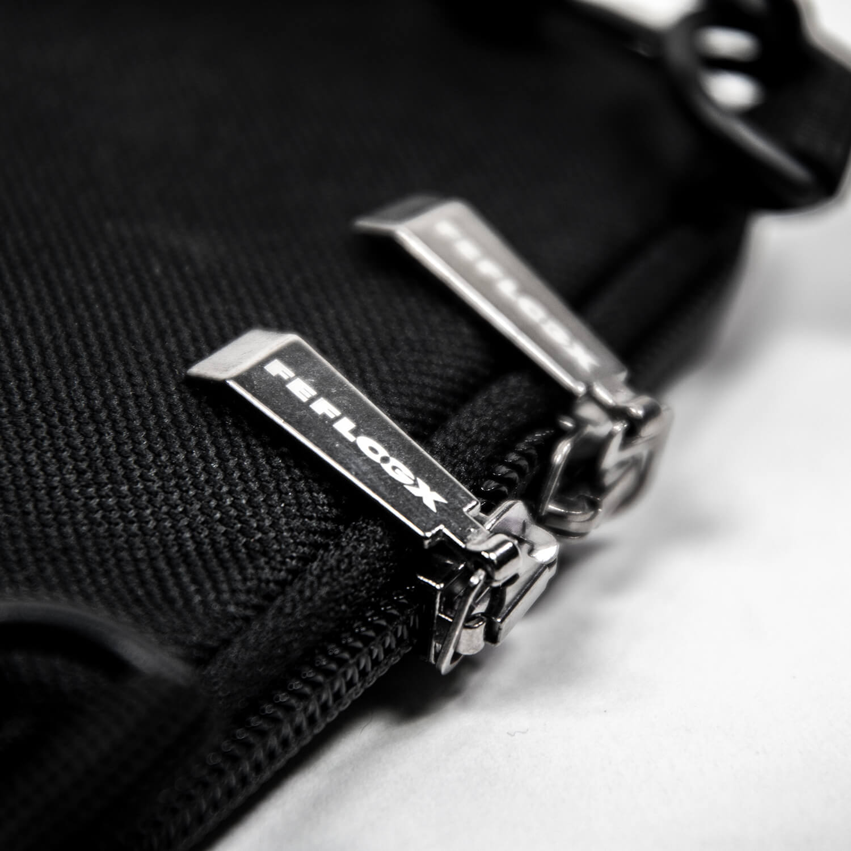 FEFLOGX Sportswear Umhängetasche Prime, Reißverschluss Detail.