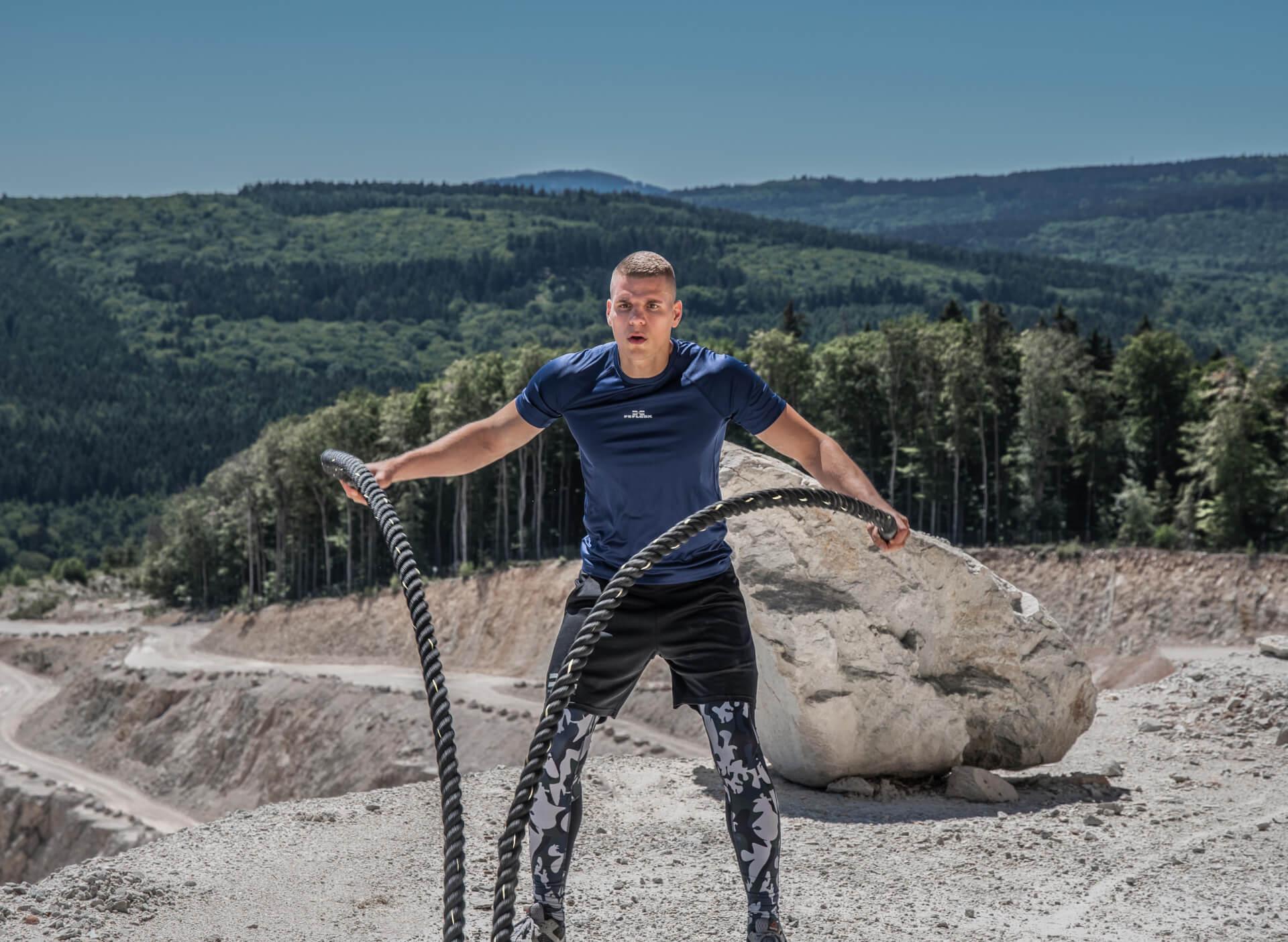 FEFLOGX Sportswear Funktionsshirt Pure und Leggings Camouflage, Battle Rope Workout (1).