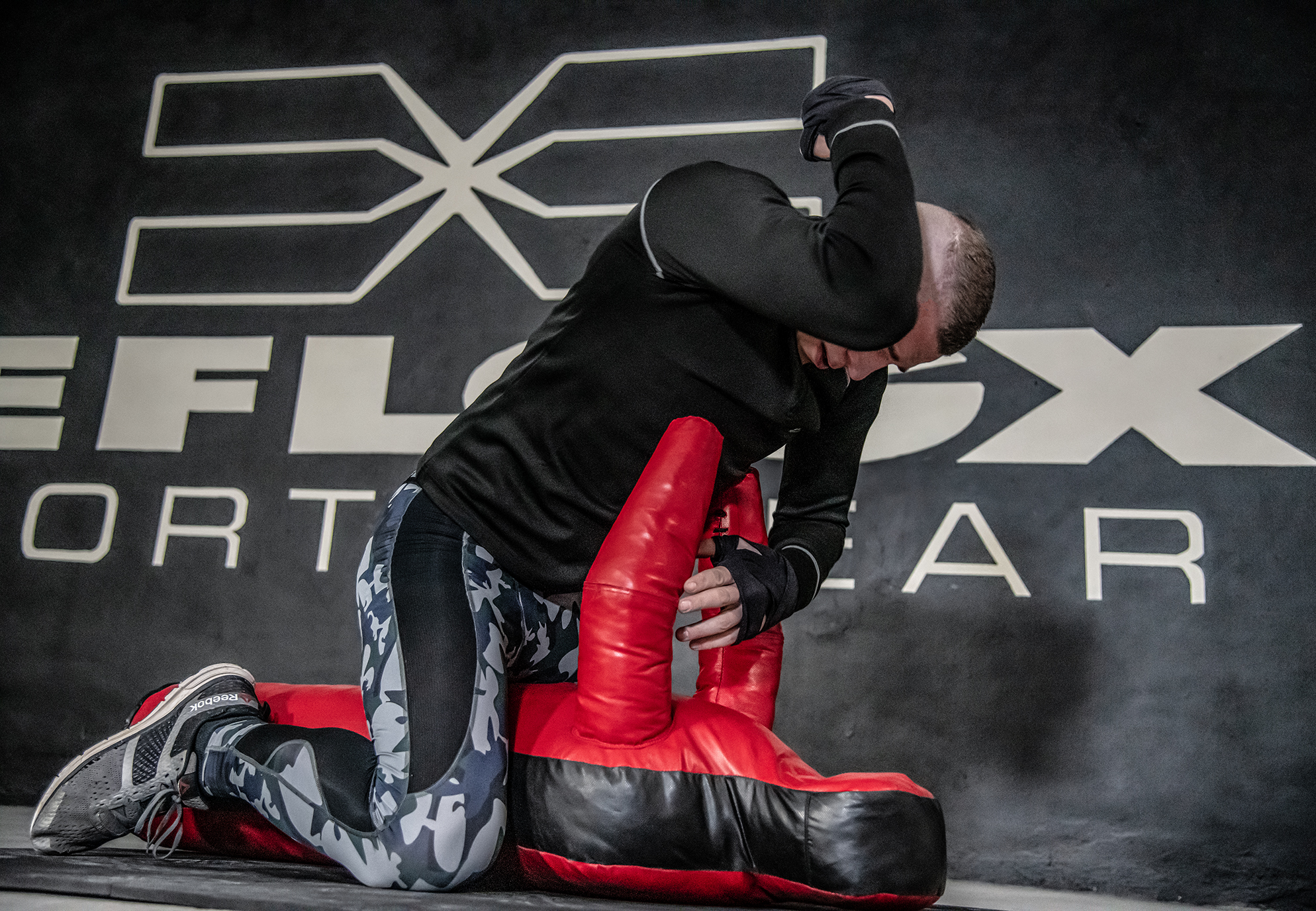FEFLOGX Sportswear, MMA-Training Shooting in Leggings Camou und Longsleeve.