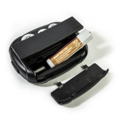Intervall Timer von FEFLOGX Sportswear, mit Anleitung, Multi-Sport, Stoppuhr, Sport-Uhr, FEFLOGX Sportswear, mit Clipper, Interval-Timer, Bild mit Erklärung, hinten Ansicht, AAA-Batterie wird benötigt.